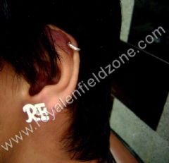 EAR R.E STUD IN SILVER